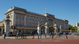 Static shot of crowds in front of Buckingham Palace in London. Shot on a sunny S Footage