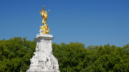 Static shot of the Victoria Memorial outside Buckingham Palace with the trees of Footage
