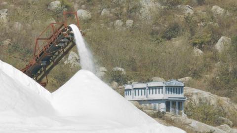 Salt Pile Poured by Combine Belt at Blue Building ビデオ