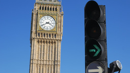 Full sequence of traffic lights with Big Ben and Parliament behind. Shot in 4K o Footage