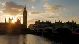 Stunning time-lapse effect of the sun setting behind the Houses of Parliament in Footage