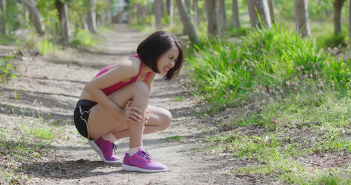 sport woman with calf strain Live影片