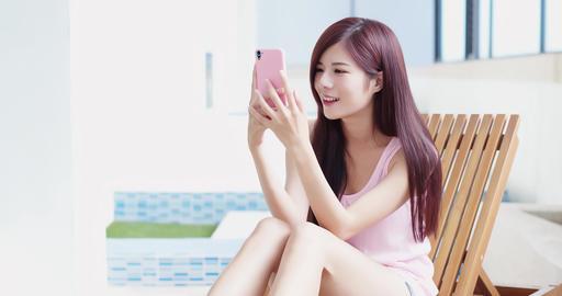 beauty woman use phone ビデオ