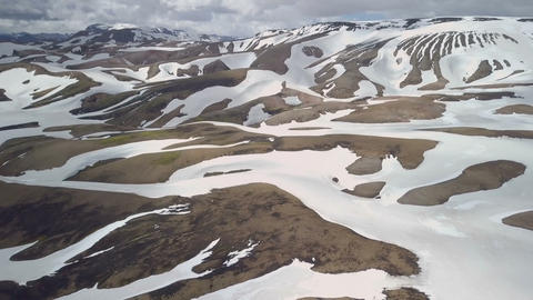 Aerial view of snowy volcanic mountains in Iceland Archivo