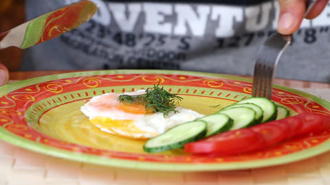 Omelette plate cucumbers food fork ライブ動画