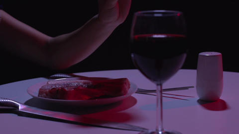 Raw meat dinner animal table ライブ動画