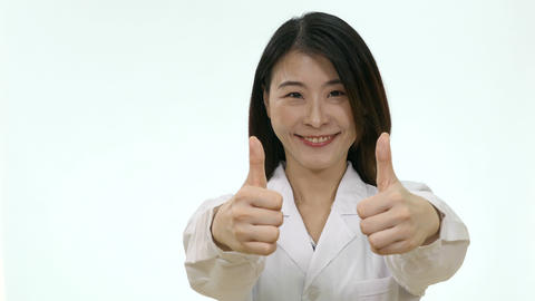 Nurse shows double thumbs up on white background Live影片