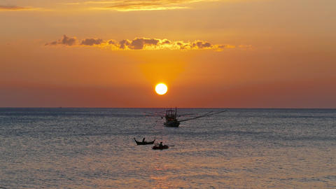 fishing boat in the sea against sunset Archivo
