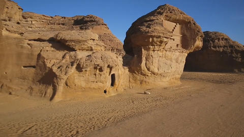 "the historical complex ""Mada'in Saleh"" (Nabataean kingdom) is located in the ビデオ"