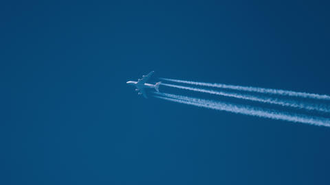 Airliner flying high Archivo