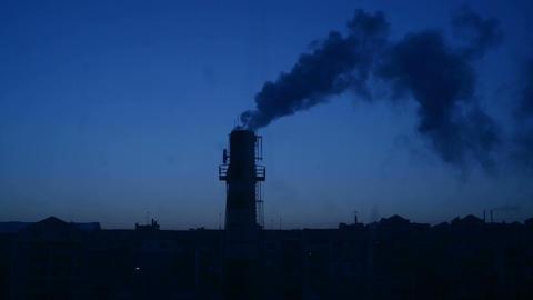 Factory Chimney and Smoke Bild