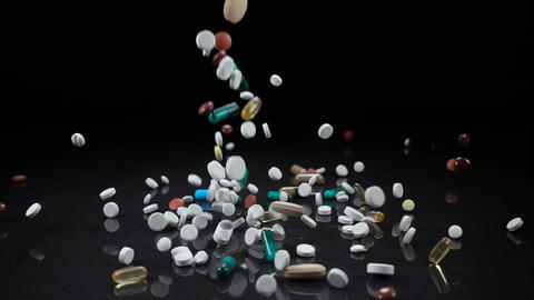 A large and varied assortment of pharmaceutical drugs or vitamin supplements Archivo