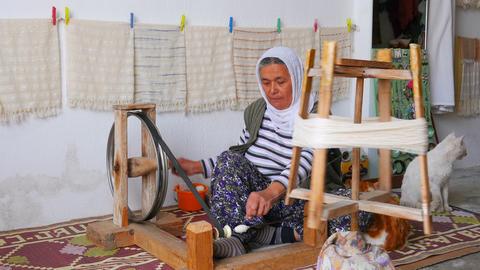 FETHIYE, TURKEY- MAY 2015: turkish woman weaving loom machine Footage