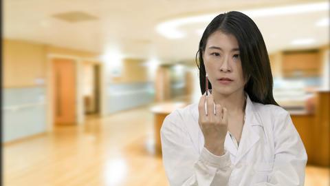 Nurse squeezes syringe in hospital corridor ビデオ