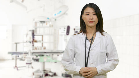 Asian female doctor in hospital surgery Live影片