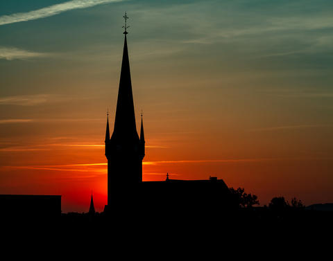 Beautiful Sunset Behind A Church Silhouette Fotografía
