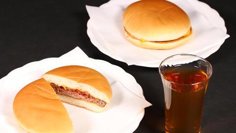 ハンバーガーと飲み物 ライブ動画
