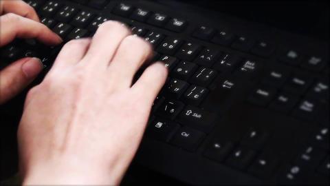 黒いキーボードでタイピングする男性の手。ビジネスイメージ... 動画素材, ムービー映像素材