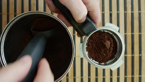 Preparing espresso coffee dose 영상물
