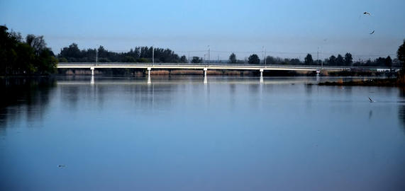 The Bridge through the river フォト
