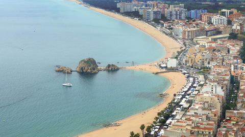 """Aerial view of """"BLANES"""", beaches, seafront, and town.Time lapse ビデオ"""