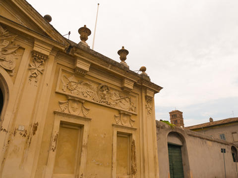 palace where the keyhole is on the Aventine Rome フォト