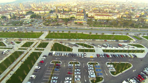 Car parking lots and smoothly flowing traffic along Maltepe shore in Istanbul. ビデオ