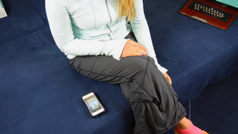 Woman Checks Apps on Smartphone On Couch ライブ動画