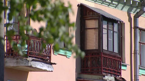 Birch leaves and old balcony ビデオ