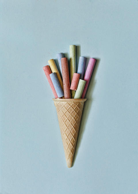 minimalism. colorful, crayons, waffle cup, childhood, vintage, education, top フォト