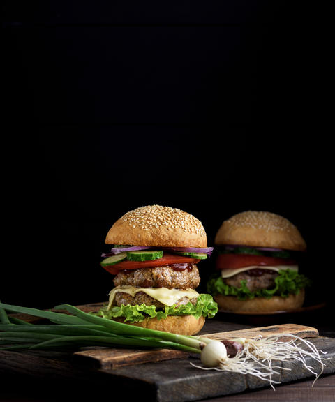 double burger with vegetables and cheese フォト