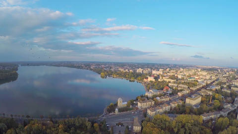Aerial View flight over the park and beautiful blue lake in the city center ビデオ