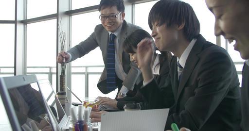 Motivated Japanese work team sliding shot 4K ビデオ