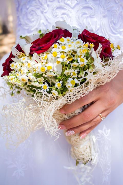 Happy bride and groom on their wedding hugging フォト