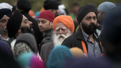 Sikh men singing traditional music during Nagar Kirtan ビデオ