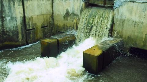 Overflowing Canal Water Locke ビデオ