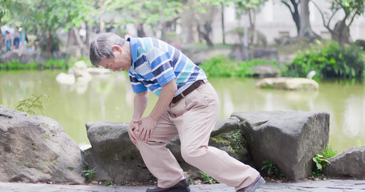 old man with knee problem Live影片