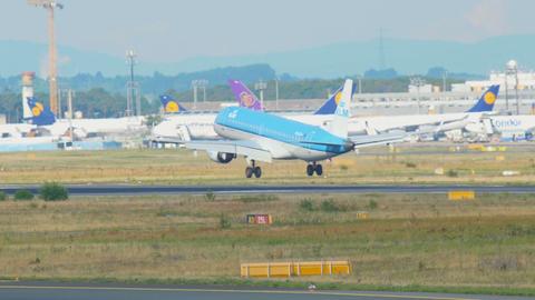 KLM Sityhopper Embraer 190 landing Footage