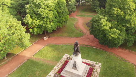 Aerial view on Monument of Mikhail Lermontov in Lermontovskom Park, Pyatigorsk, ビデオ