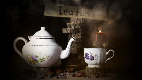 4K Cinemagraph - Cup of Tea and Teapot On Wooden Table With Arrow Sign, Smoke Animación