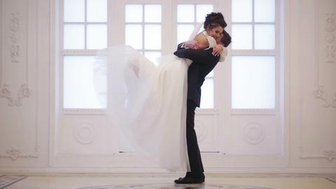 Groom meets bride Live Action