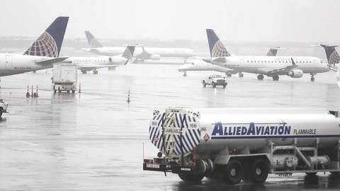 Airport airliner airplanes aircraft ビデオ