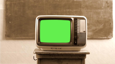 80s Television With Green Screen In A School. Sepia Tone. Dolly Shot ライブ動画