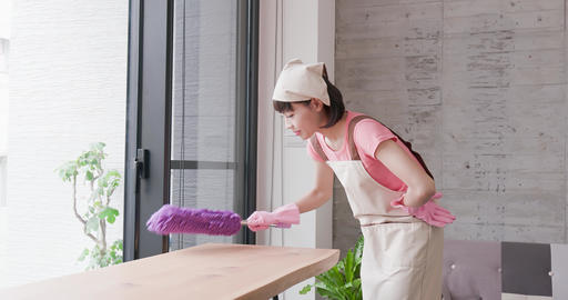 woman housewife clean house Live影片