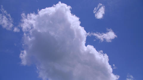Clouds passing by From bottom to top ライブ動画