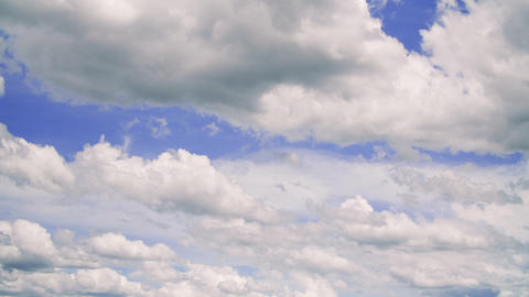 TimeLapse - Cumulus clouds that moves from right to left GIF