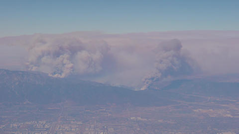 Fires in the mountains surrounding Los Angeles ビデオ