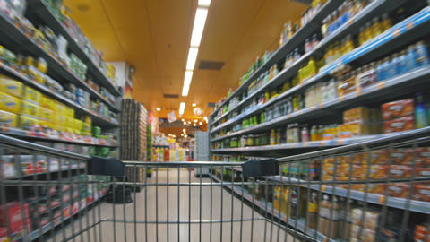 Shopping cart moving in supermarket ビデオ