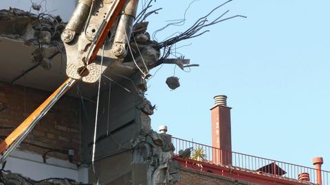 Demolition machinery working ビデオ