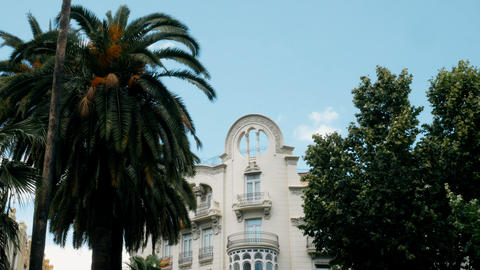 tracking shot on the noble palace in the center of Valencia, Spain ビデオ